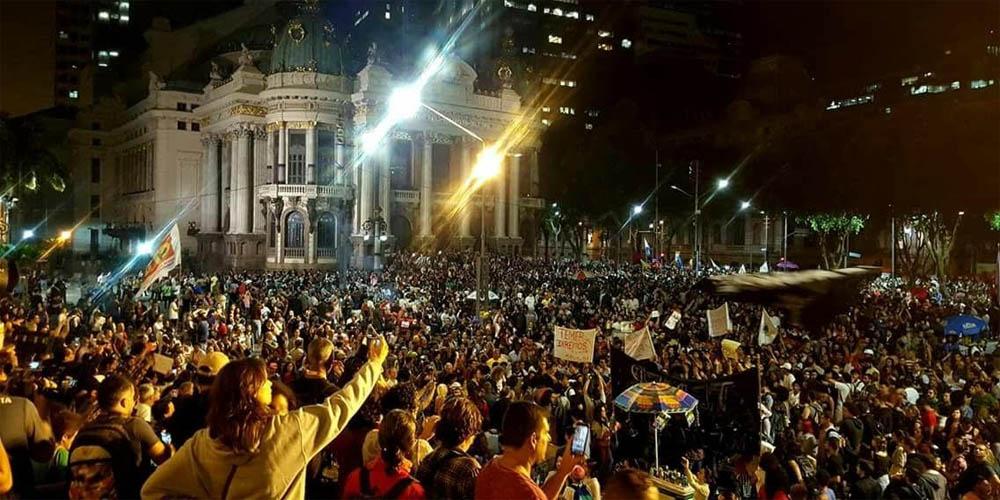 Ato por Diretas Já reúne mais de 100 mil no Rio de Janeiro