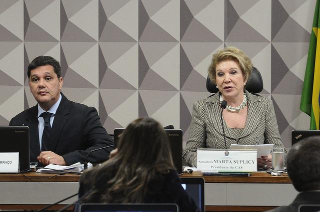 Comissão do Senado rejeita extinção dos direitos trabalhistas. Relatório de Paim é aprovado.