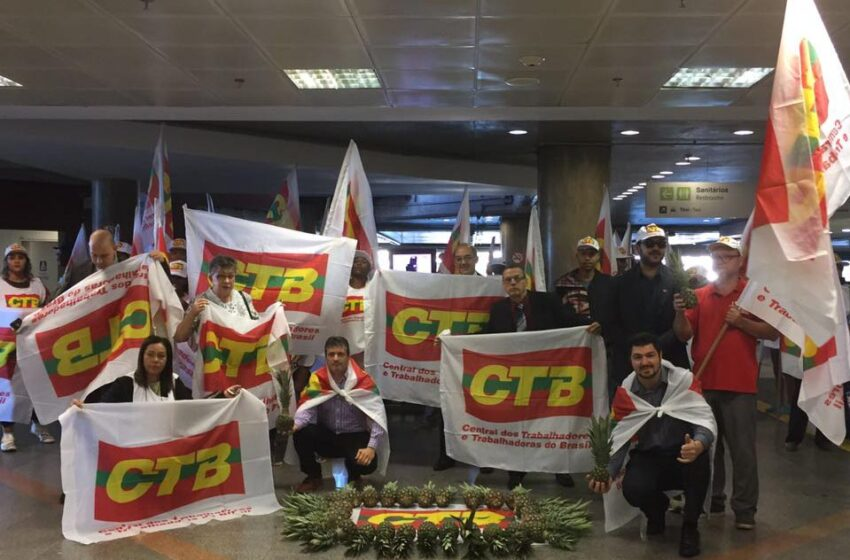 Sindicatos e CTB ocupam aeroporto de Brasília contra a reforma trabalhista