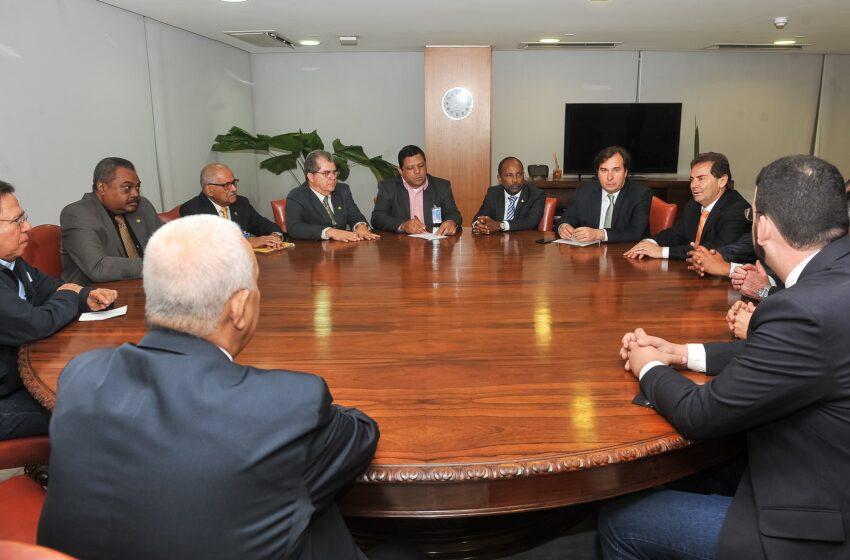 Lideranças das centrais sindicais têm reunião com Rodrigo Maia