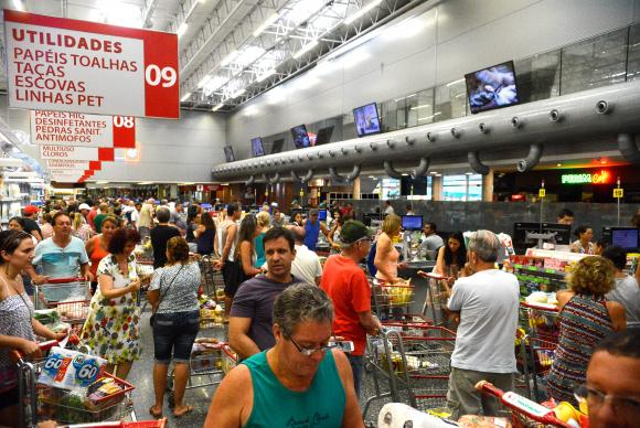Confiança do consumidor cresce 2 pontos em julho, diz pesquisa