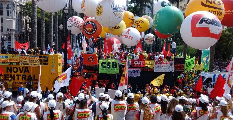 Centrais sindicais aprovam estado de greve permanente contra reforma da Previdência