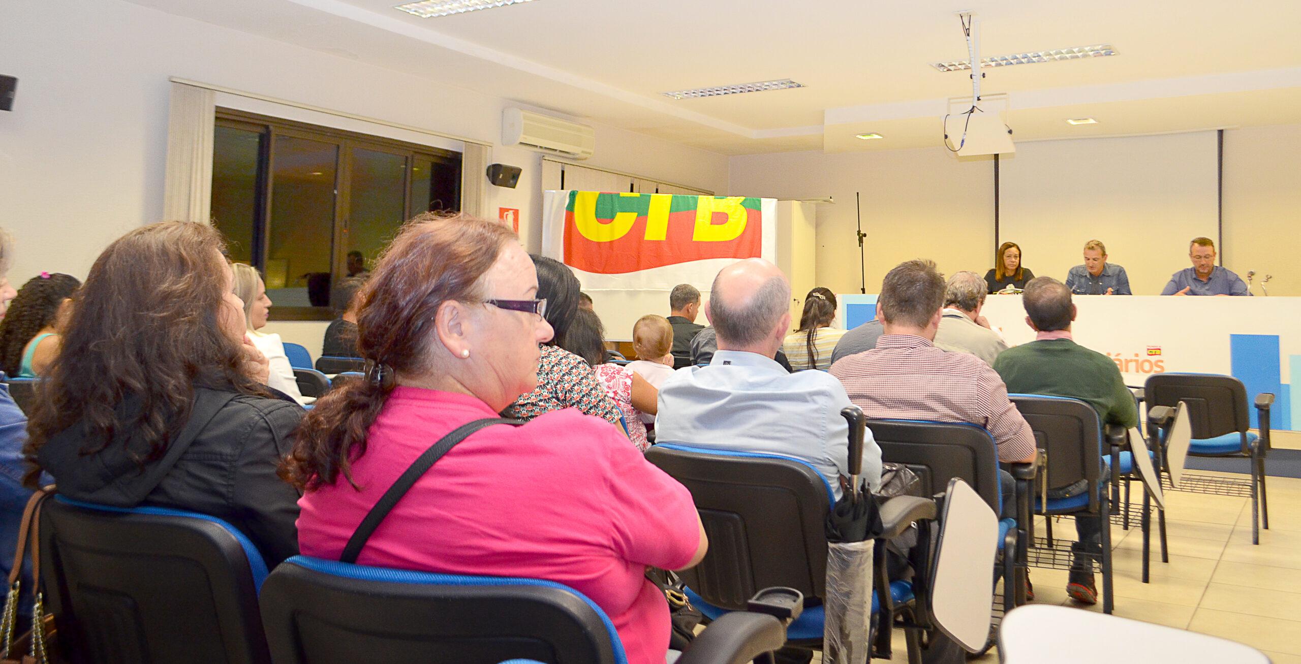 Comerciários aprovam em assembleia geral medidas para a continuidade dos atendimentos e a contribuição sindical