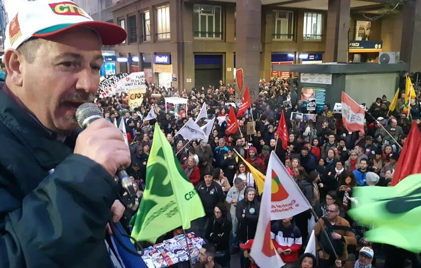 Ato Nacional em defesa da previdência, do emprego e da educação pública reuniu 40 mil pessoas em Porto Alegre