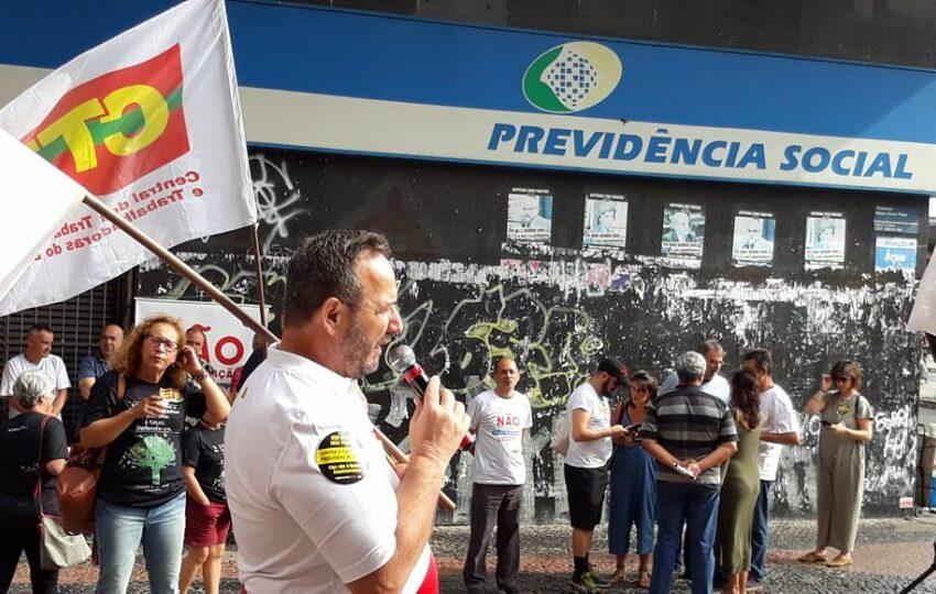 Centrais Sindicais realizam ato em defesa da Previdência Pública em Porto Alegre