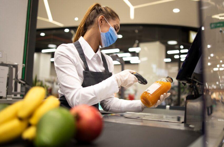 Trabalhadores de supermercados estão entre os que mais morrem por causa da pandemia