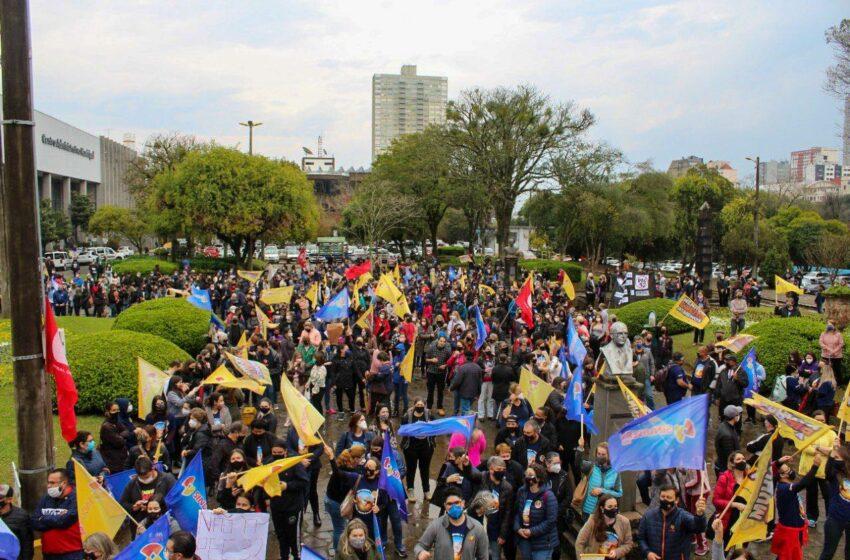 Trabalhadores param contra reforma do Governo que quer destruir serviço público