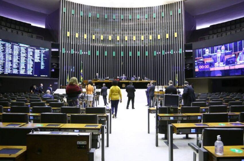 Câmara aprova texto-base da privatização dos Correios. 'Dia de luto para o Brasil'