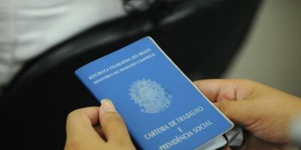 Renda das famílias brasileiras mais pobres desaba mais de 21% durante a pandemia