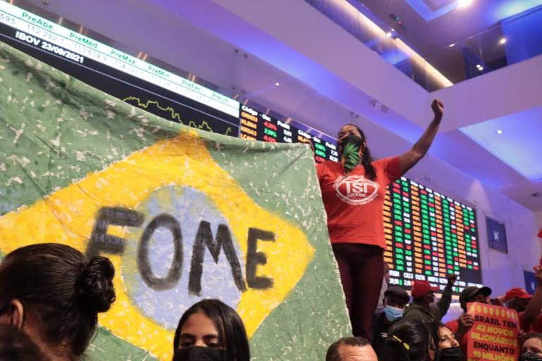 MTST ocupa Bolsa de Valores em protesto contra a fome, a inflação e o desemprego